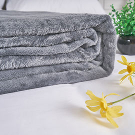 Solid Color Hotel Bed Blanket Fleece Flannel Coverlet Soft 100% Polyester supplier